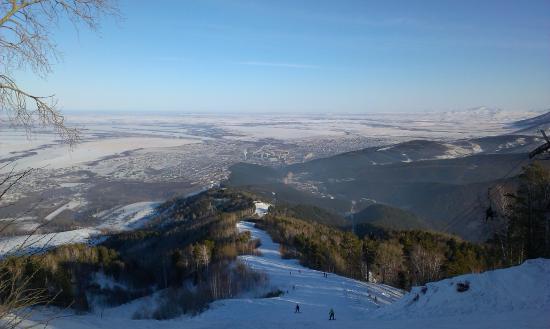 Гора Церковка: Спуск для лыжников и сноубордистов