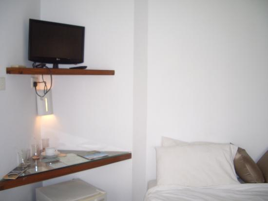 Aida Ayurveda & Holistic Health Resort: T.V in an odd position at the side of the bed, small mini bar below