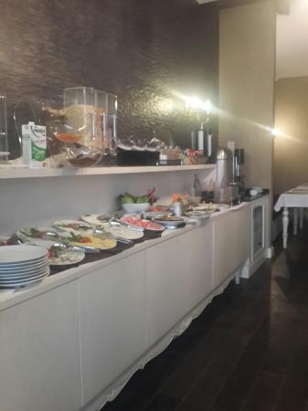 Grand Hitit Hotel: Otel harika ,kahvaltı süper, personel güler yüzlü, aldığı parayı sonuna kadar hak ediyor. Fiyatl