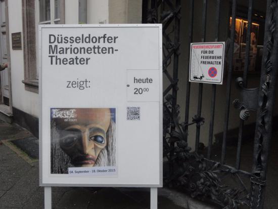 Duesseldorfer Marionettentheater: 今日の開演は20時、ドイツらしい時間です