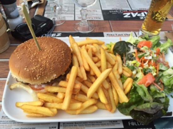 La Clusaz, Francia: Huge Burger