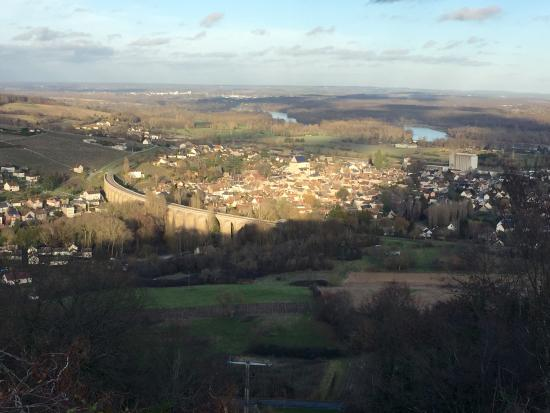 Шабли, Франция: Set your sights on Sancerre, in the Loire Valley, and enjoy the crisp whites made exclusively fr