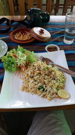 Thanakha Garden: Fried rice with vegetables and yellow bean tofu