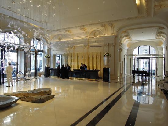 Le hall d\'entrée - Picture of The Peninsula Paris, Paris - TripAdvisor