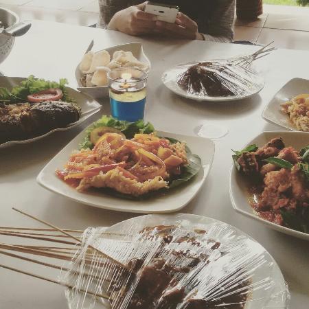 wisata kuliner tepi danau di dekat jakarta ulasan restoran ayam rh tripadvisor co id