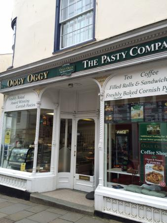 Totnes, UK: Oggy oggy pasty chain
