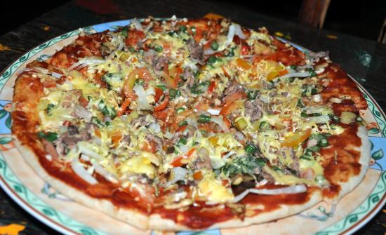 Cafe Sabang Rooms & Cottages: pizza <3