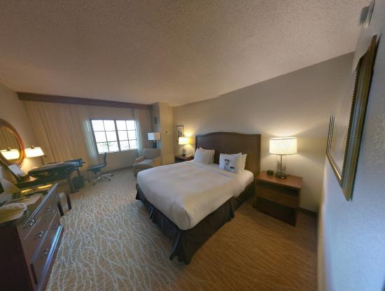 Doubletree by Hilton Sunrise - Sawgrass Mills: Standard king bed room