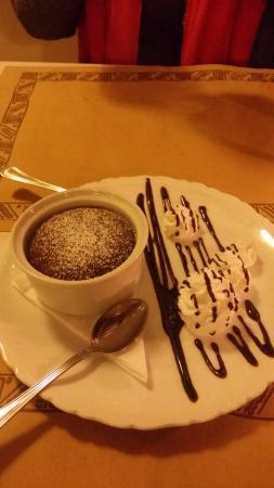 Ponte San Giovanni, إيطاليا: Il tortino di cioccolato con cuore caldo e panna