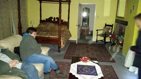 Skirrid Mountain Inn: 20160129_235154_large.jpg