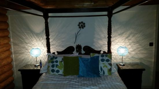 Knighton, UK: 4 poster bed