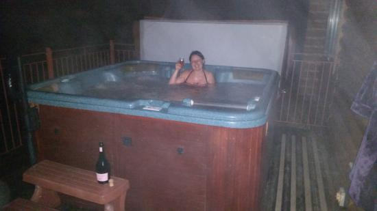 Knighton, UK: loved the hot tub!!
