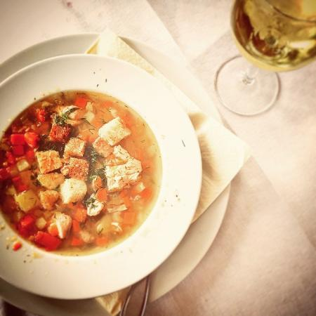 Kotka, Finlande : So tasty flavors - salmon soup and glass of white wine. Heaven.