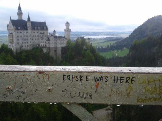 Вид на замок Neuschwanstein с моста Marienbrücke