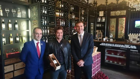 Pessac, فرنسا: Bixente Lizarazu de passage à Wine Shop Expérience!