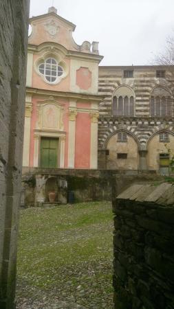 Cogorno, Italia: Borgo Basilica dei Fieschi