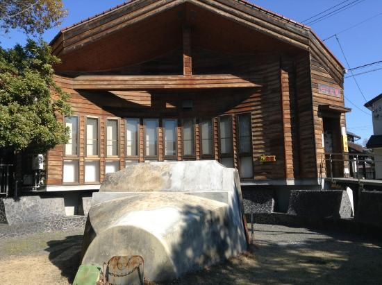 Salon Akagama : サロン 赤窯 外観、だるま窯