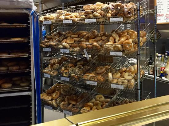 New York Bakery & Deli : Bagles and desserts