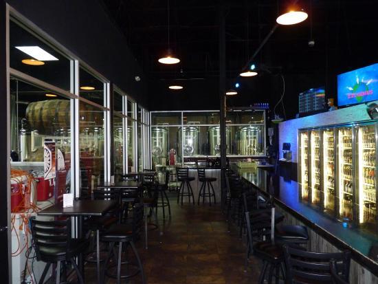 Longwood, FL: Bar, Fridges, Fermenters