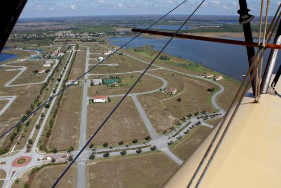 Waldo Wright's Flying Service: Area near the Winter Haven airport