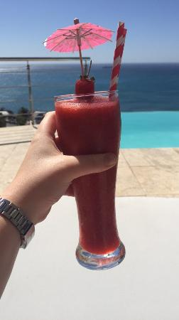 Bantry Bay, África do Sul: Strawberry Daiquiri in the sun