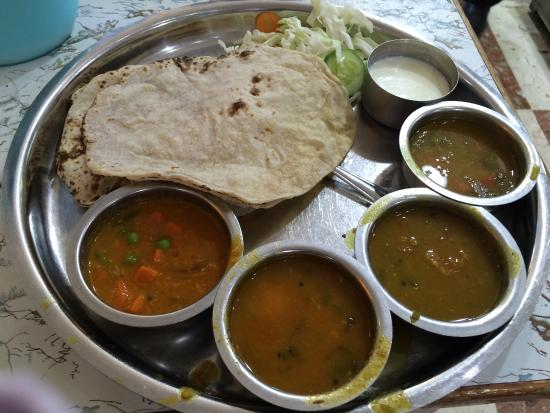 Anand Veg Restaurant: Gujarati Thaali