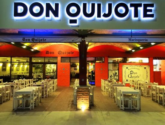 Restaurante Don Quijote: Vista nocturna