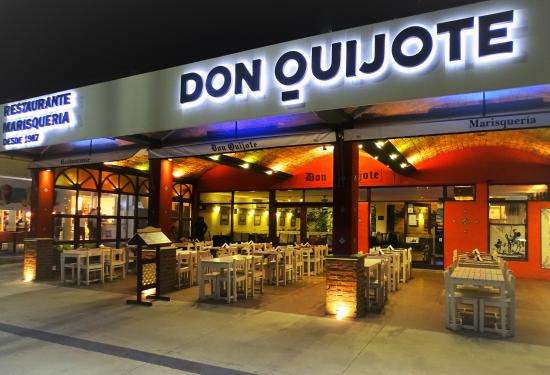 Restaurante Don Quijote: Vista nocturna 2