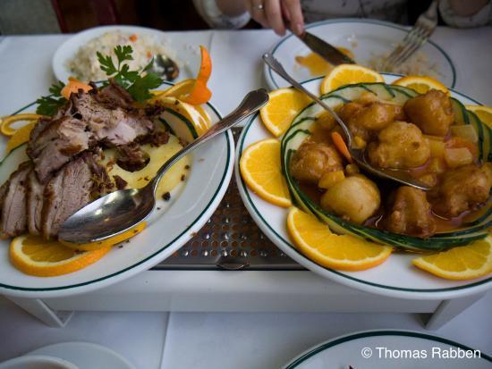 El Albir, สเปน: Sprøstekt and til venstre og frityrstekt kylling til høyre.