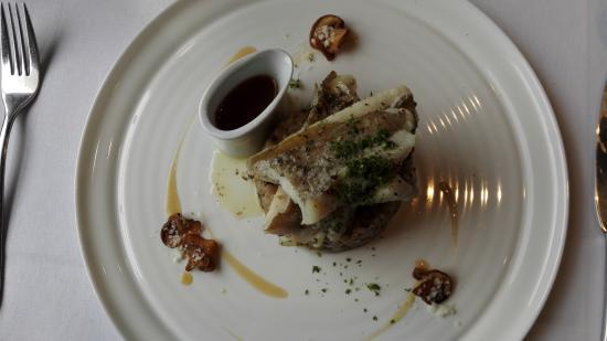 Veurne, Bélgica: steenbolk met champiorisotto