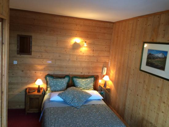 Hôtel Belvédère: chambreN°6 décrite sombre par Gnnul!