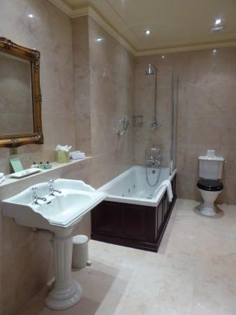 Watermillock, UK: Whirlpool bath, underfloor heating