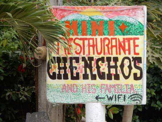 Troncones, เม็กซิโก: The sign in front of Chenchos, taken from across the street