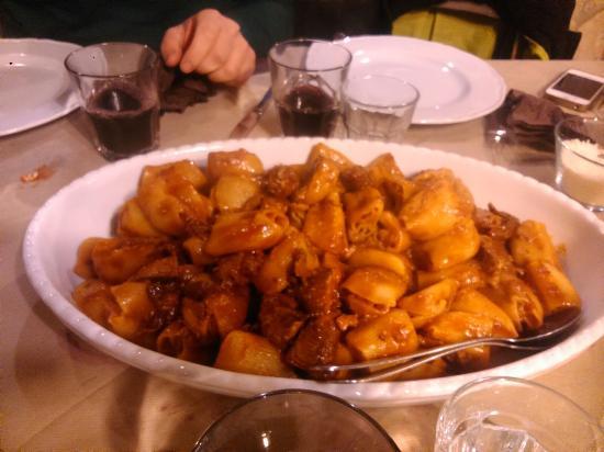 Santa Venerina, Italien: Pasta fresca con i 5 buchi e sugo di carne