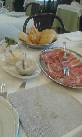 Vignola, إيطاليا: Gnocco, salumi, stracchino e lardo