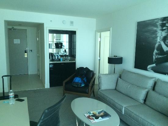 Delano Las Vegas   Living Room Looking Inward