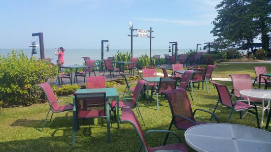 PARKROYAL Penang Resort, Malaysia: Beach view