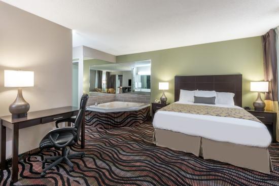 Cambridge, OH: Junior Suite - Renovated