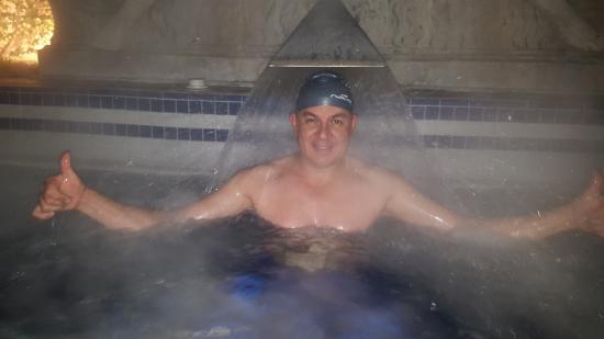 Abano Ritz Terme: Piscina de agua termal, en área de hidromasajes, se puede quedar allí hasta las 23:00 horas