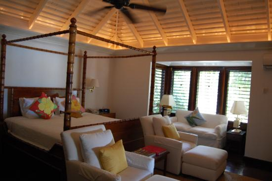 Hopewell, Jamaica: large, well decorated bedroom in cottage 16