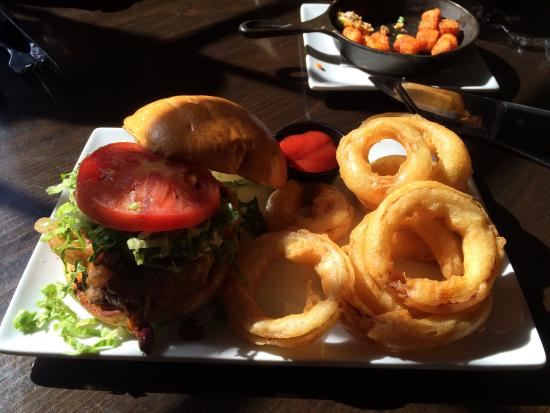 Marietta, GA: Kitchen sink burger