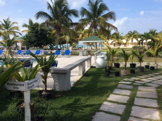 The Valley, Anguilla: Looking over the pool