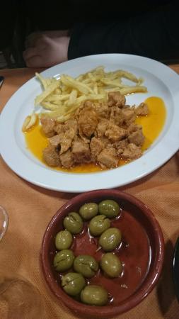 La Garriga, España: Interior del restaurante y blindada de bacalao y secreto al ajillo