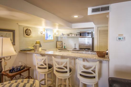 coastal kitchen with 3 swivel bar stools with a stone countertop rh tripadvisor com