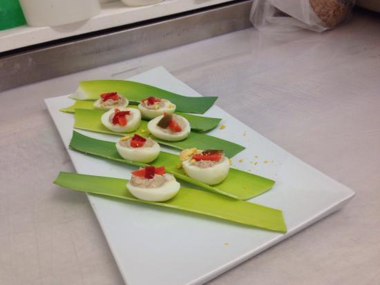 Albisola Superiore, Italia: Uova ripiene, polenta al forzo con castelmagno, seppie alla griglia.