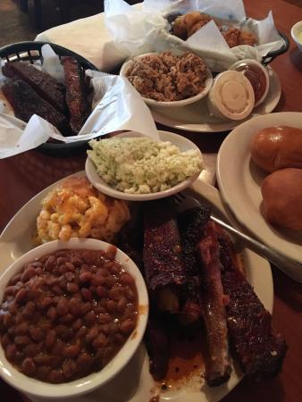 Lexington, ساوث كارولينا: All in at Hudson's Smokehouse BBQ