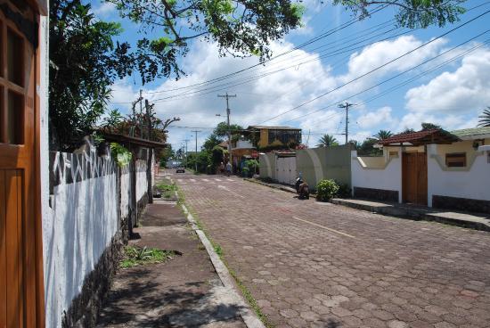 Villa Laguna: la rue