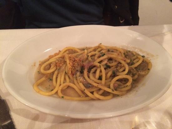 Cusano Milanino, Włochy: Bucatini acciughe e pane croccante