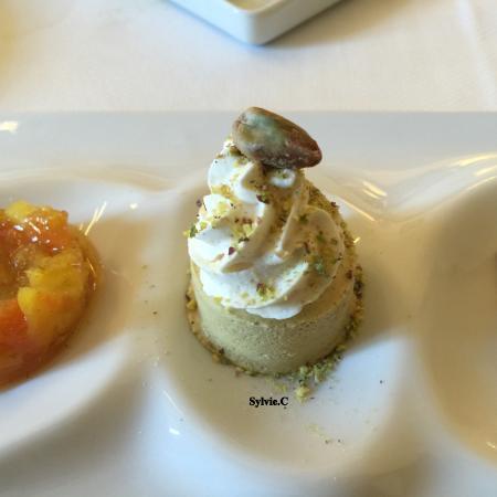 Auxerre, France : dessert