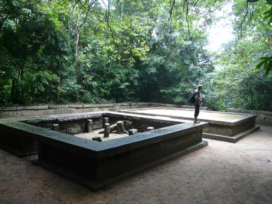 Ritigala Forest Monastery: Meditation areas deep in the jungle